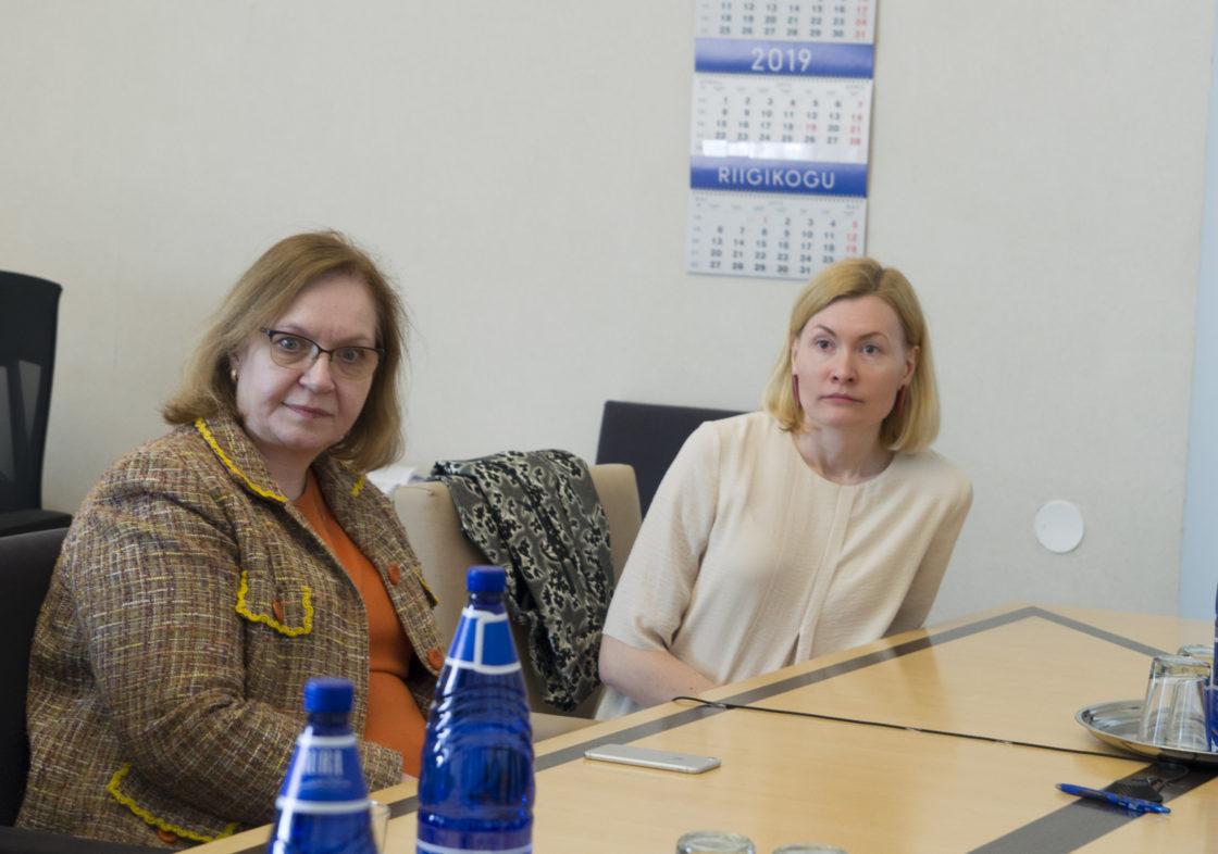 Rahanduskomisjoni esimehe ja aseesimehe valimised.  Maris Lauri ja Riina Sikkut.