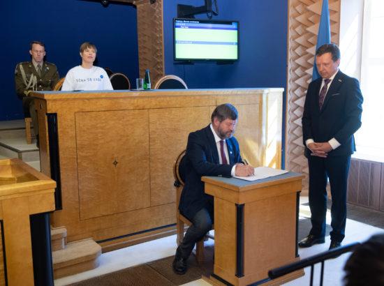 Täiskogu istung, Riigikogu asendusliikmete ja valitsuse liikmete ametivanne