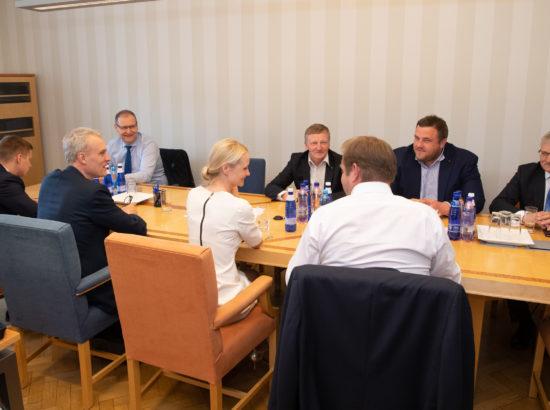 Maaelukomisjoni esimehe ja aseesimehe valimised.