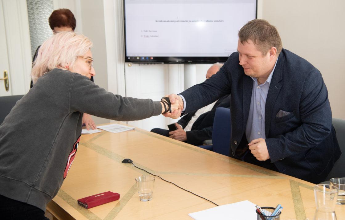 Keskkonnakomisjoni esimeheks valiti Erki Savisaar ja aseesimeheks Yoko Alender.