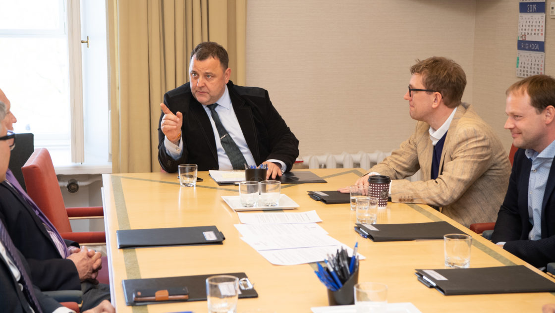 Majanduskomisjoni esimeheks valiti Sven Sester ja aseesimeheks Kristen Michal.