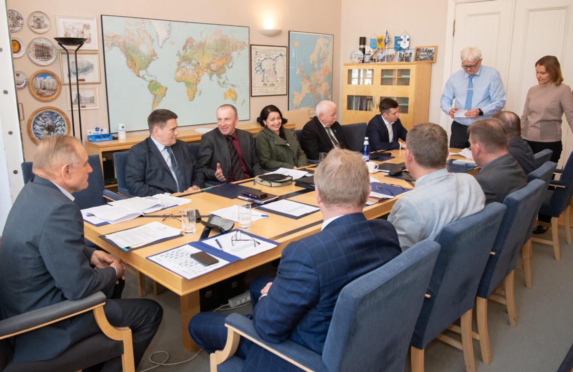 Riigikaitsekomisjoni esimehe ja aseesimehe valimised.
