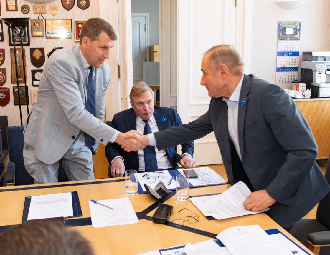 Riigikaitsekomisjoni esimehe ja aseesimehe valimised. Komisjoni esimeheks valiti Andres Metsoja ja aseesimeheks Kalle Laanet.