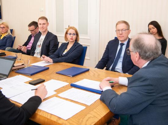 Väliskomisjoni esimehe ja aseesimehe valimised