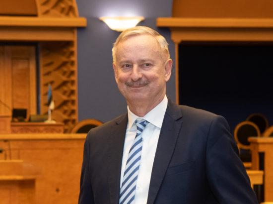 Riigikogu aseesimees Siim Kallas Riigikogu istungisaalis