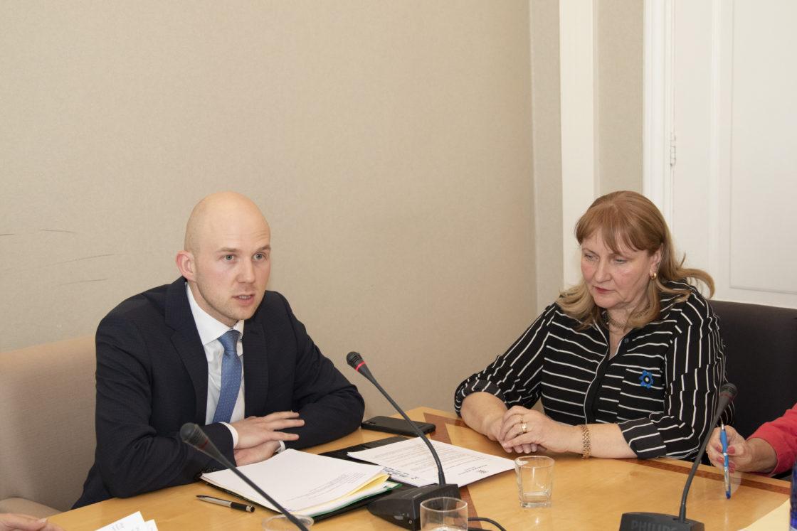 Sotsiaalkomisjoni esimeheks valiti Tõnis Mölder ja aseesimeheks Helmen Kütt.