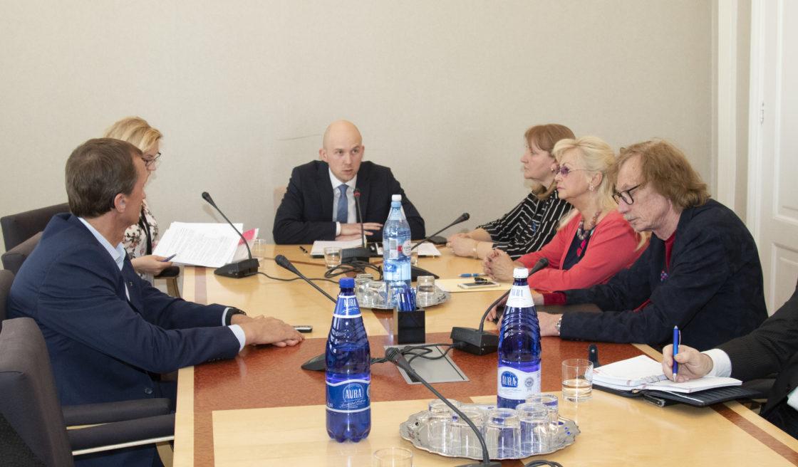 Sotsiaalkomisjoni esimehe ja aseesimehe valimised.