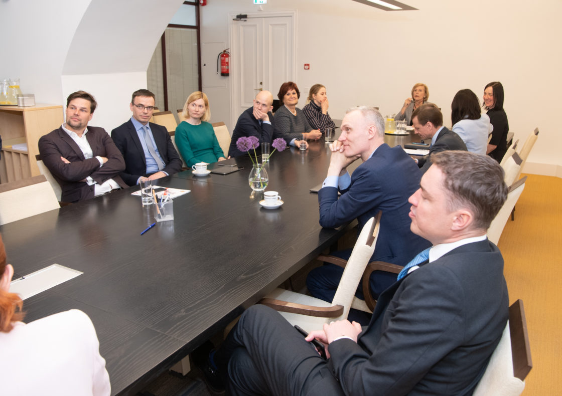 Euroopa Liidu asjade komisjon pidas esimese istungi ja valis juhid.
