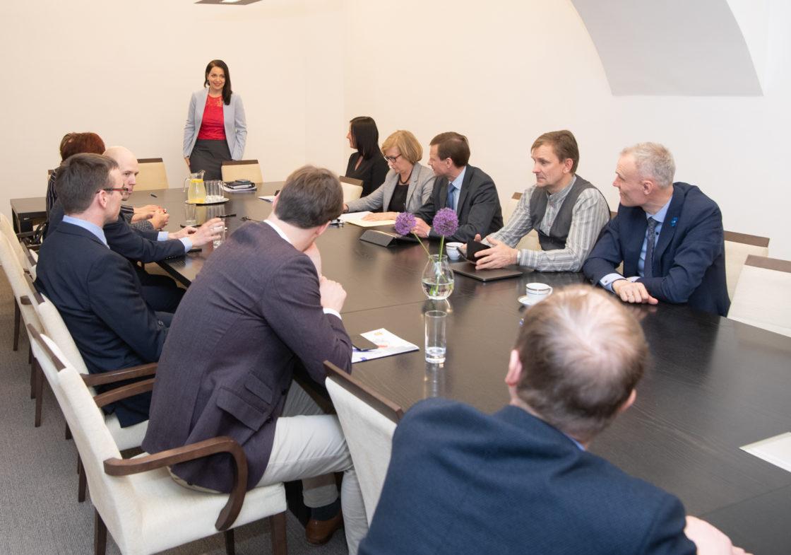 Euroopa Liidu asjade komisjon valis esimeheks Anneli Oti ja aseesimeheks Sven Mikseri.