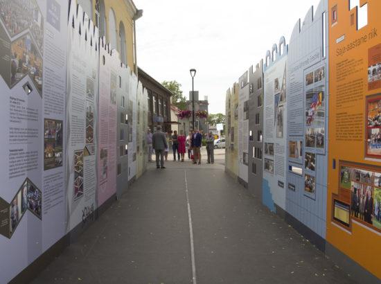 """Näituse """"Riigikogu 100"""" avamine Paide raekoja ees"""