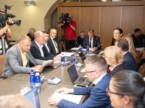 Riigieelarve kontrolli erikomisjon analüüsis Riigikontrolli aruannet riigi tegevusest toidu ohutuse tagamisel