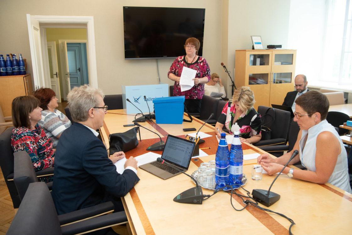 Rahvastikukriisi lahendamise probleemkomisjoni esimehe ja aseesimehe valimised