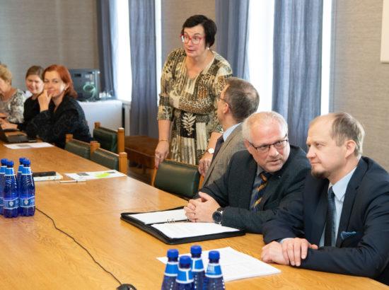 Arutelu ministrite ja nende nõunike tegevuse läbipaistvusest