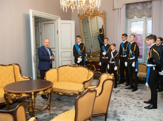 Eesti vastupanuvõitlemise päeva auks Pika Hermanni torni sinimustvalge lipu heiskamise toimkonna liikmed kohtusid Riigikogu esimehe Henn Põlluaasaga.