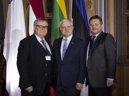 Balti Assamblee president Aadu Must ning asepresidendid Valerijus Simulik ja Jānis Vucāns