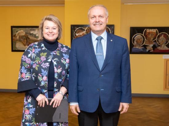 MTÜ Vene Muuseumi juhatuse liige Irina Budrik ja Riigikogu esimees Henn Põlluaas