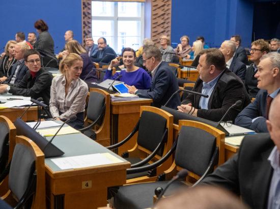 Täiskogu istung, umbusaldusavaldus maaeluminister Mart Järvikule