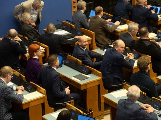"""Eesti Reformierakonna fraktsiooni algatatud olulise tähtsusega riikliku küsimuse """"Kas õigusriik on ohus?"""" arutelu."""