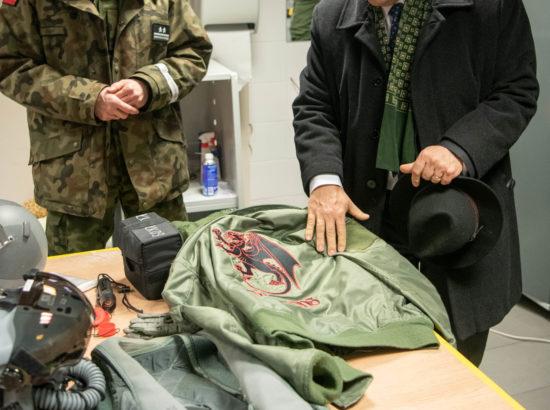 Poola õhuväe lennusalk tutvustamas enda varustust.