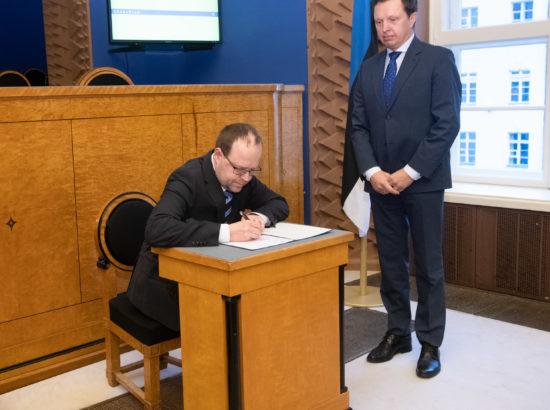 Riigikogu aseesimees Siim Kallas ja Riigikohtu liige Juhan Sarv