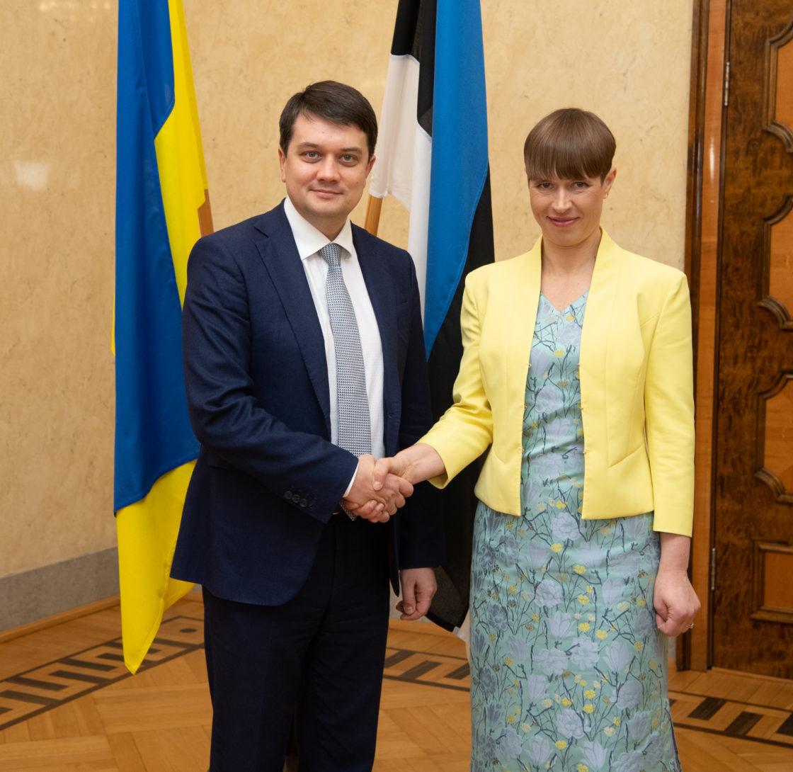 Ukraina Ülemraada esimees Dmõtro Razumkov ja president Kersti Kaljulaid