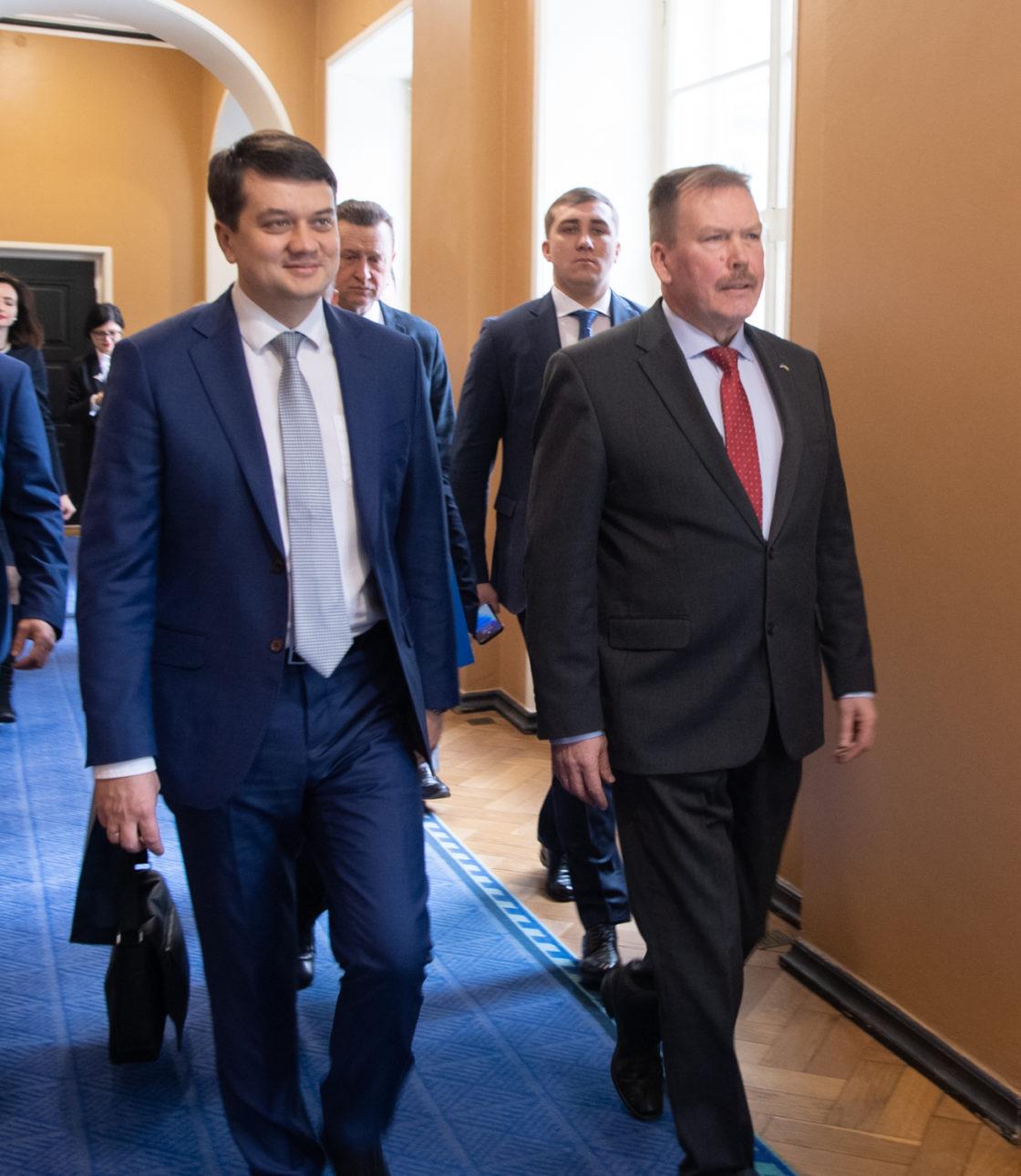Eesti-Ukraina parlamendirühma esimees Johannes Kert ja Ukraina Ülemraada esimees Dmõtro Razumkov