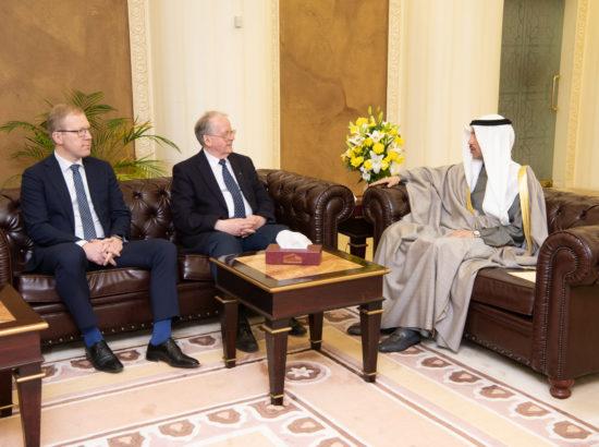 Väliskomisjoni aseesimees Marko Mihkelson, esimees Enn Eesmaa ning Kuveidi Rahvuskogu esimees Marzouq Ali Al Ghanim