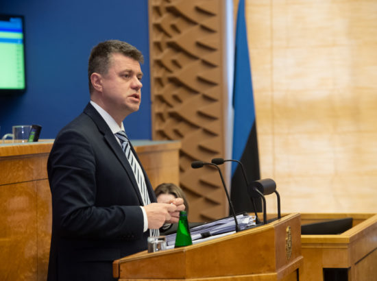 Täiskogu istung, välispoliitika arutelu olulise tähtsusega riikliku küsimusena. Välisminister Urmas Reinsalu ettekanne.