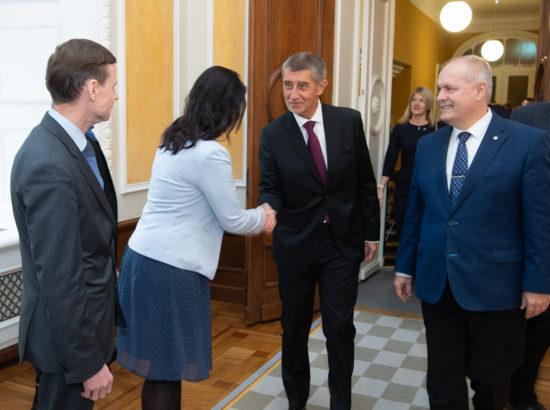 Euroopa Liidu asjade komisjoni esimees Anneli Ott tervitamas Tšehhi peaministrit Andrej Babišit