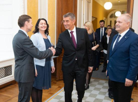 Eesti-Tšehhi parlamendirühma esimees Aivar Sõerd tervitamas Tšehhi peaministrit Andrej Babišit