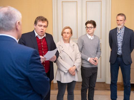 """Riigikogu esimees Henn Põlluaas võttis vastu kollektiivse pöördumise """"Anname koolikogukonnale suuremad õigused"""""""