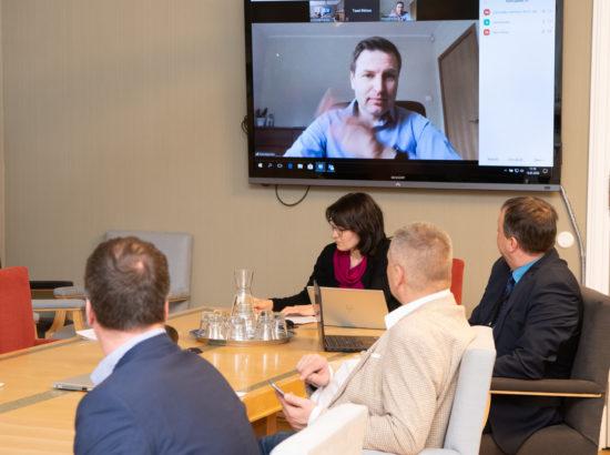 Põhiseaduskomisjoni istung, videosilla vahendusel osales istungil komisjoni liige Hanno Pevkur