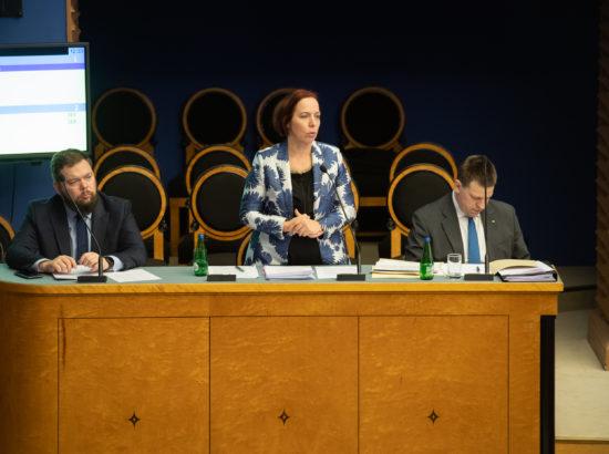 Riigikogu infotund. Väliskaubandus- ja infotehnoloogiaminister Kaimar Karu, haridus- ja teadusminister Mailis Reps ning peaminister Jüri Ratas.