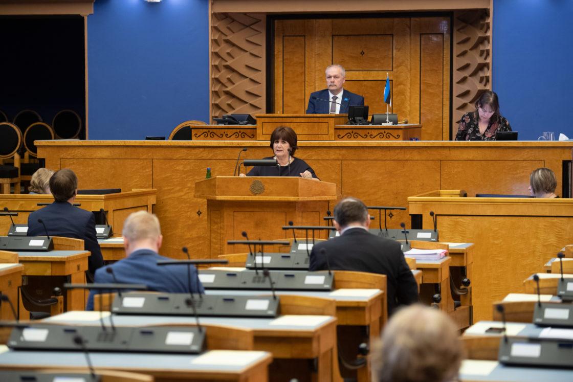 Täiskogu täiendav istung, 2020. aasta lisaeelarve seaduse eelnõu üleandmine. Läbirääkimistel võttis Keskerakonna fraktsiooni nimel sõna Kersti Sarapuu.