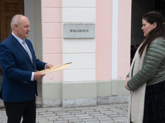 Riigikogu esimees Henn Põlluaas võttis vastu petitsiooni laenu ja intressimaksete ajutise peatamise kohta