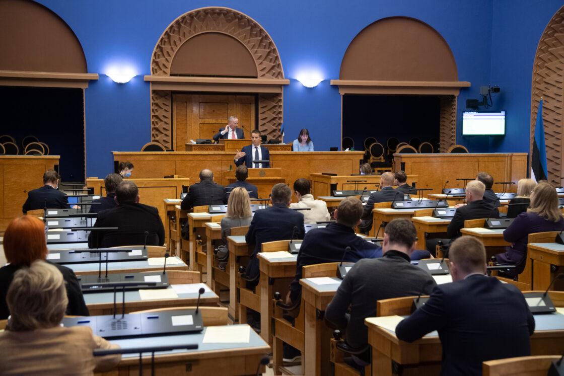 """Olulise tähtsusega riikliku küsimuse """"Elu pärast kriisi – terve ühiskonnana edasi"""" arutelu. Mõttekoja Praxis nõukogu liikme ja majanduseksperdi Ardo Hanssoni ettekanne."""