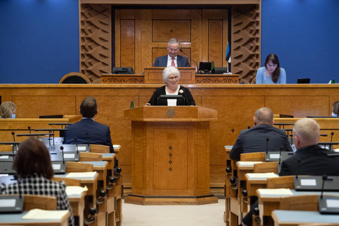 """Olulise tähtsusega riikliku küsimuse """"Elu pärast kriisi – terve ühiskonnana edasi"""" arutelu. Euroopa Parlamendi saadiku Marina Kaljuranna ettekanne."""