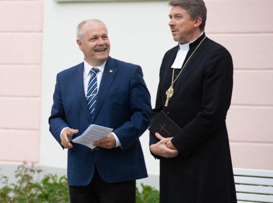 Riigikogu esimees Henn Põlluaas ja Eesti Evangeelse Luterliku Kiriku peapiiskop Urmas Viilma