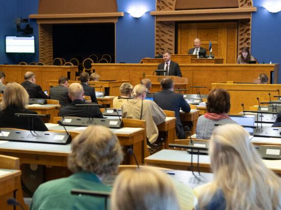 Riigikogule tutvustas Finantsinspektsiooni aastaaruannet  inspektsiooni juhatuse esimees Kilvar Kessler.