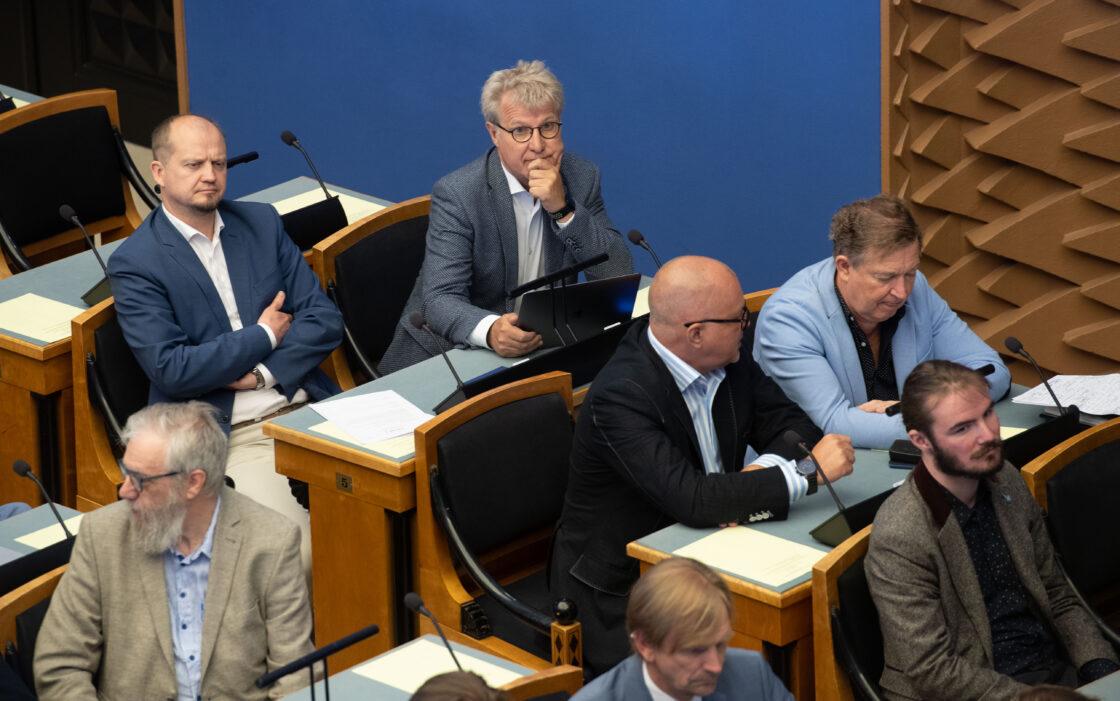 Riigikogu erakorraline istungjärk, välismaalaste seaduse muutmise seaduse (tööjõukriisi leevendamine) eelnõu esimene lugemine