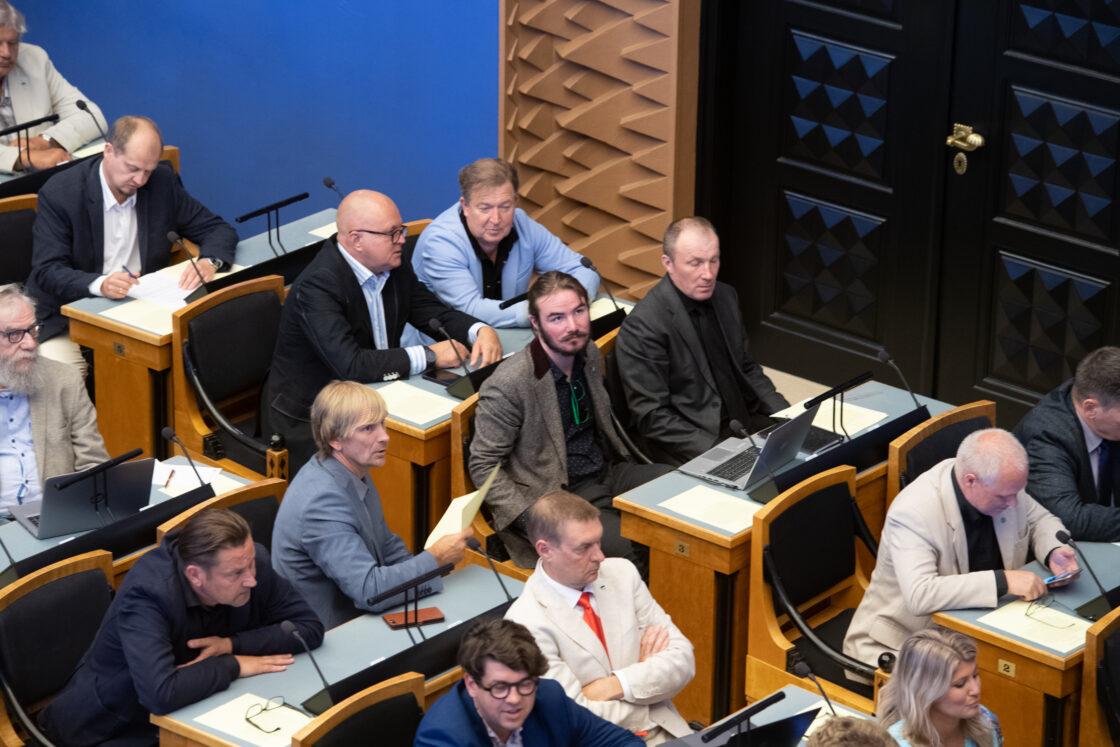 """Riigikogu erakorraline istungjärk, Riigikogu avalduse """"Demokraatia ja kodanikuühiskonna toetuseks Valgevenes"""" eelnõu esimene lugemine"""