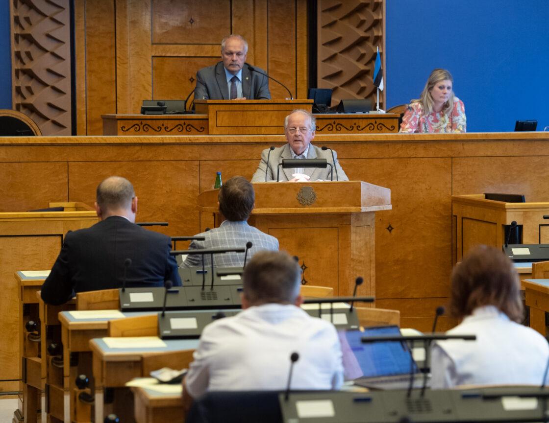 """Riigikogu erakorraline istungjärk, Riigikogu avalduse """"Demokraatia ja kodanikuühiskonna toetuseks Valgevenes"""" eelnõu esimene lugemine. Väliskomisjoni esimehe Enn Eesmaa ettekanne"""