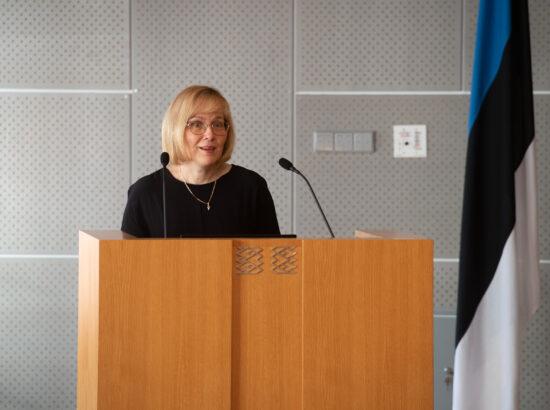 Riigikogu istungite stenografeerimise süsteemi Hans tutvustab Riigikogu Kantselei stenogrammi- ja tõlkeosakonna juhataja Katrin Pever