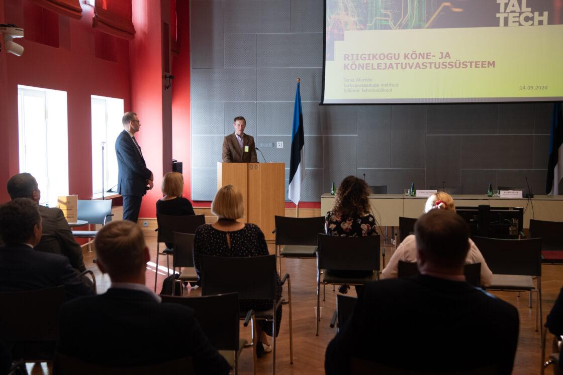 Riigikogu istungite stenografeerimise süsteemi Hans tutvustab TalTechi kõnetehnoloogia labori juhataja Tanel Alumäe