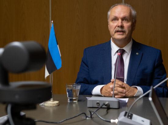 Riigikogu esimees  esimees Henn Põlluaas