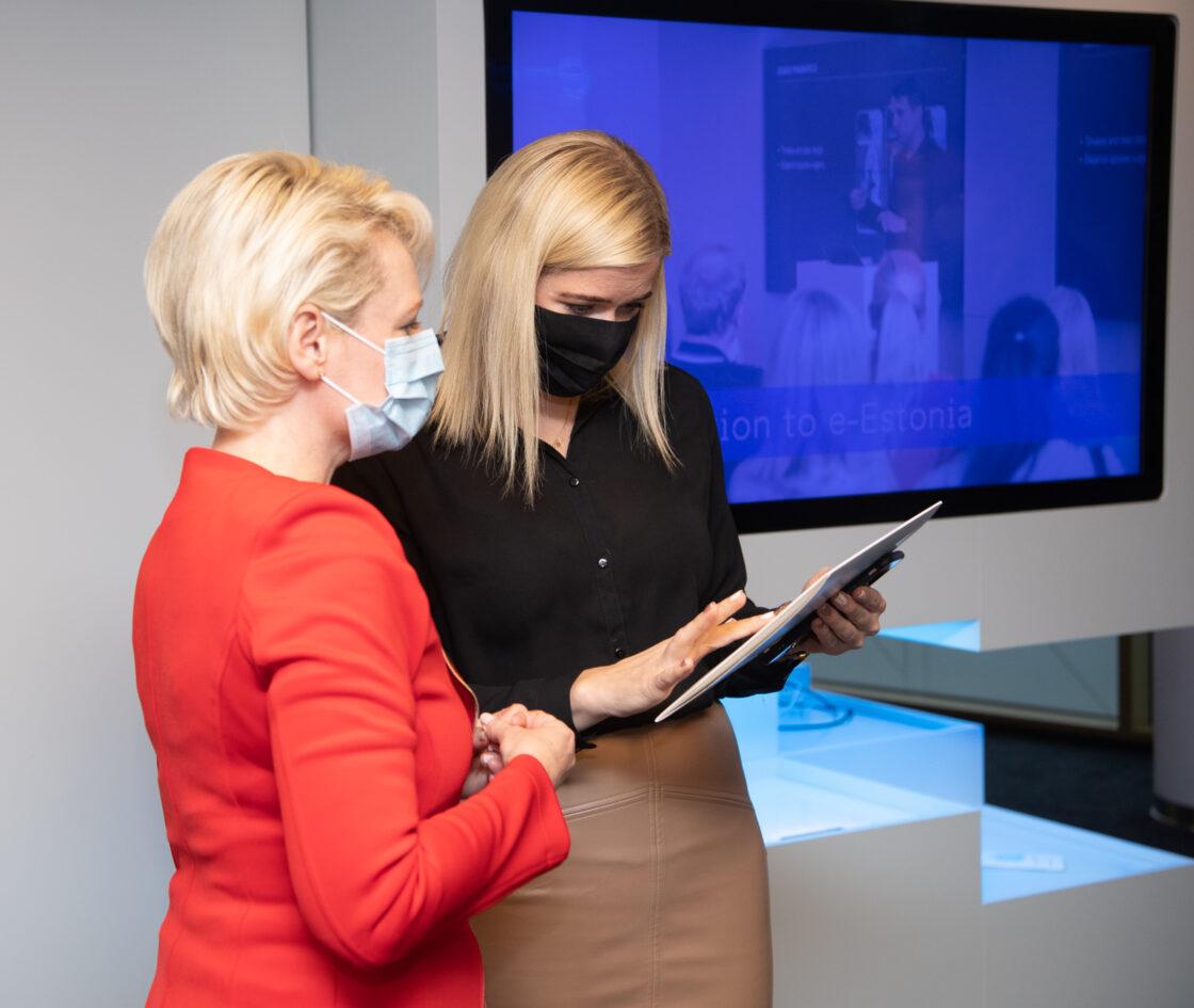 Šveitsi rahvusnõukogu esimees Isabelle Moret e-Eesti külastuskeskuses