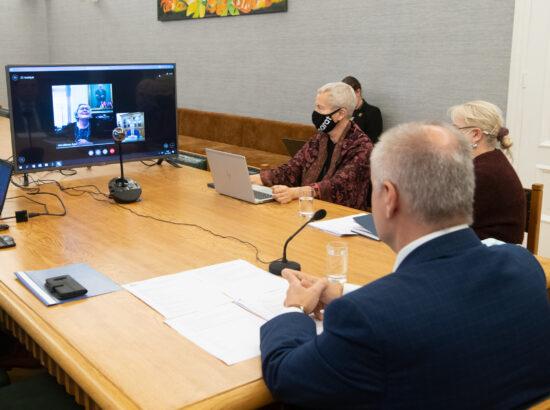 Riigikogu esimees Henn Põlluaas osales NB8 spiikrite videokohtumisel
