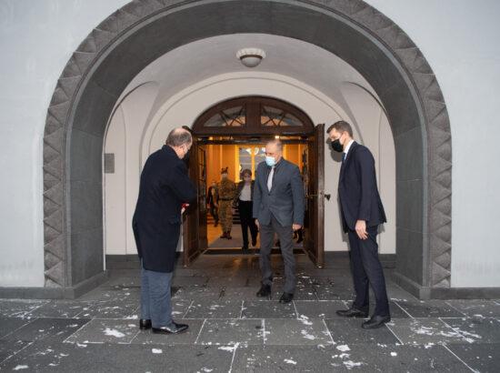 Riigikaitsekomisjoni esimees Andres Metsoja, komisjoni liige Ants Laaneots ja Ühendkuningriigi kaitseminister Ben Wallace