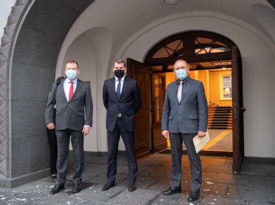 Riigikaitsekomisjoni esimees Andres Metsoja ning liikmed Johannes Kert ja Ants Laaneots
