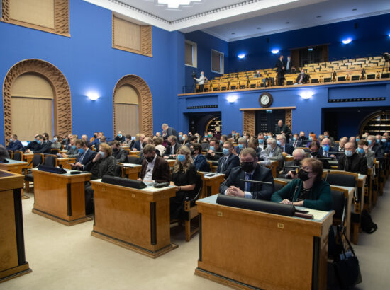 """Täiskogu istung, Riigikogu otsuse """"Rahvahääletuse korraldamine abielu mõiste küsimuses"""" eelnõu teine lugemine"""